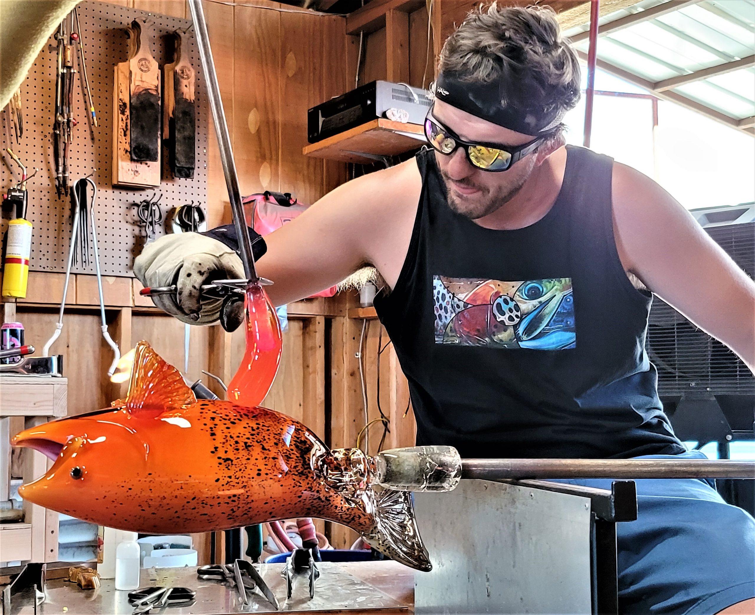 Martin Gerdin creating a glass fish